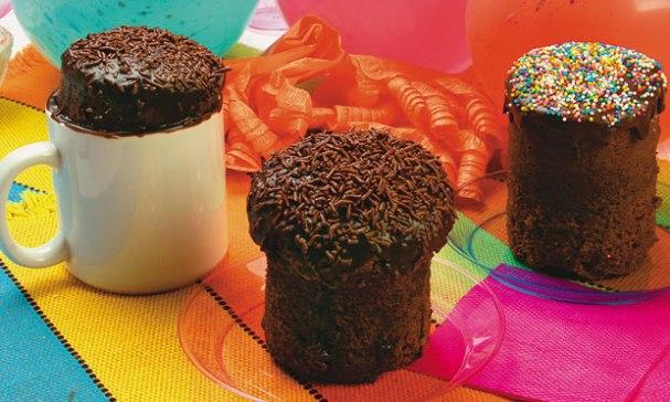 receita-bolo-de-chocolate-na-caneca